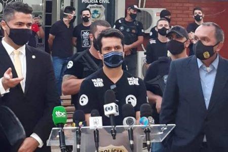 Policiais em coletiva de imprensa em Goiânia