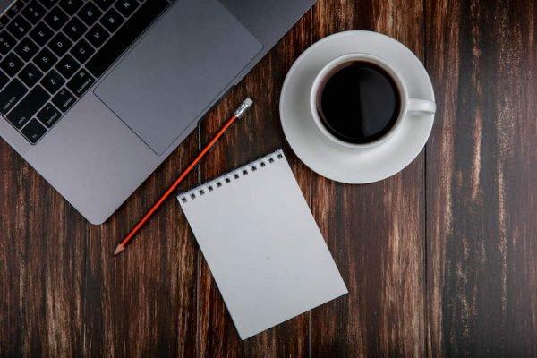 notebook em home office