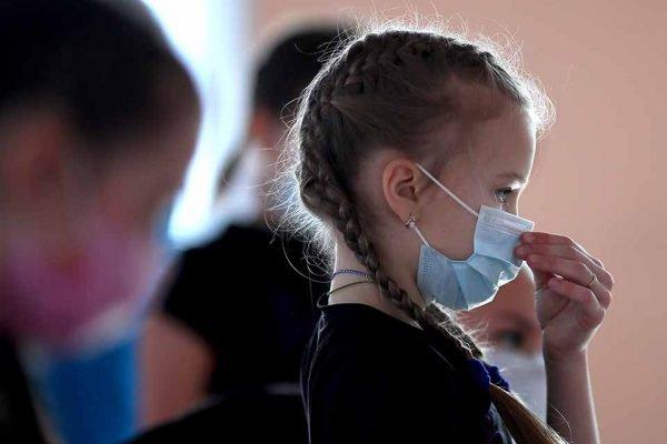 Criança mascara coronavirus covid
