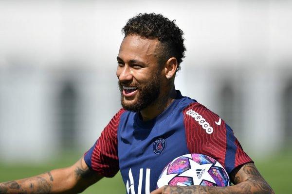 Neymar com bola da Champions