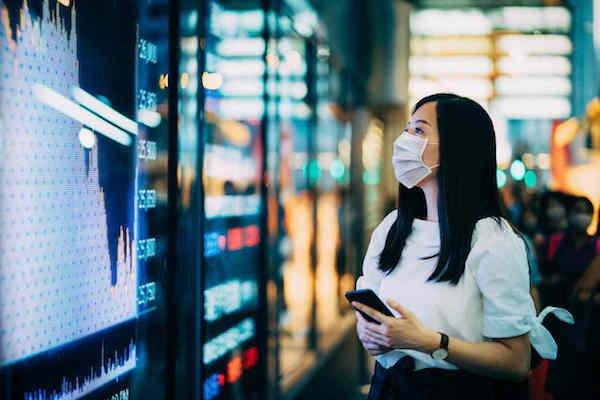mulher asiatica no mercado de trabalho