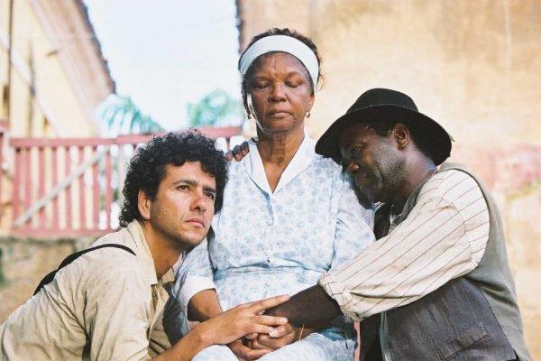 Marcos Palmeira, Chica Xavier e Cosme dos Santos na novela Esperança