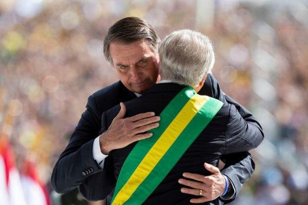 Michel Temer aguarda Bolsonaro no alto da rampa do palacio do planalto - Posse do presidente Jair Bolsonaro