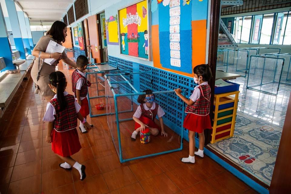 Crianças em escola na Tailândia
