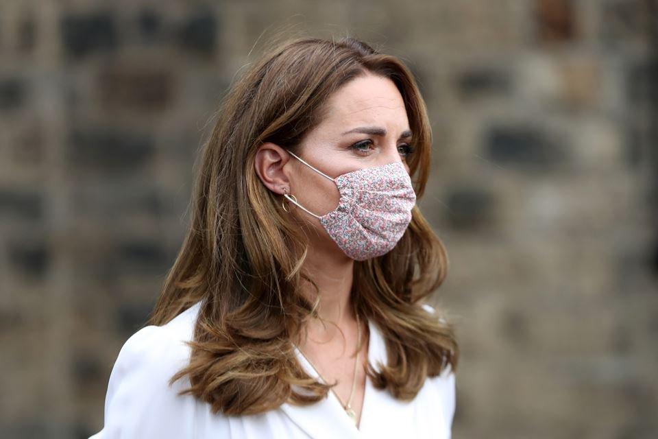 Kate Middleton com máscara facial da marca londrina Amaia