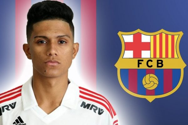 Gustavo Maia fecha com Barcelona
