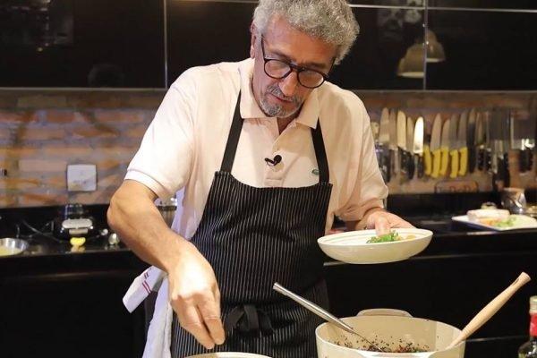 Emmanuel Bassouleil cozinhando em panelas Le Creuset