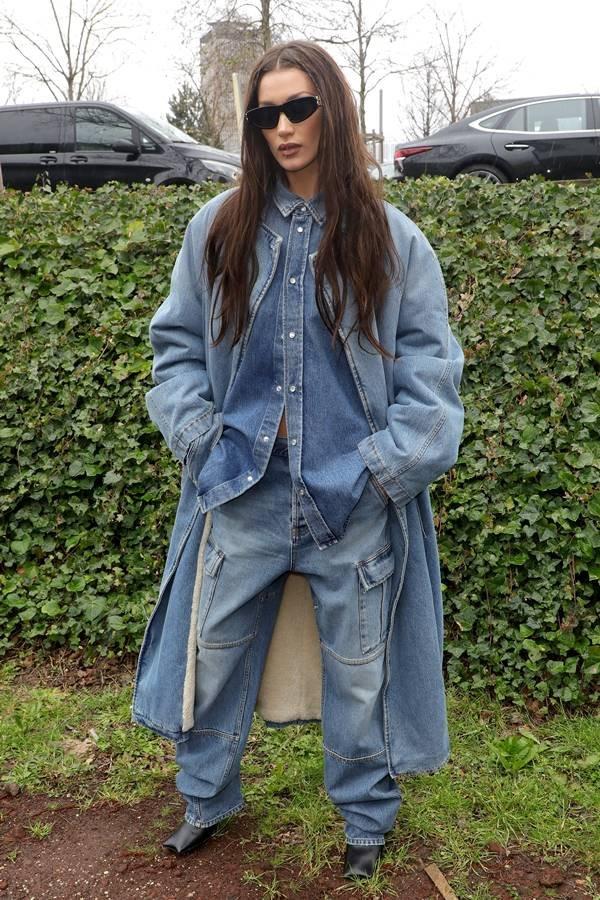 Bella Hadid usando jeans