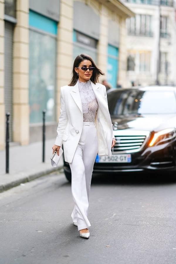 Camila Coelho de branco em Paris