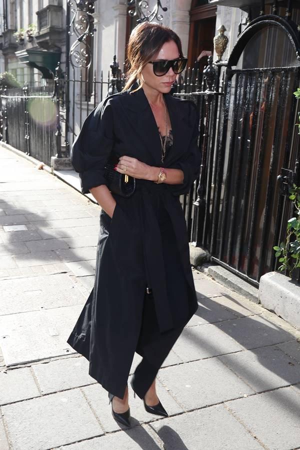 Vicitoria Beckham de preto em Londres
