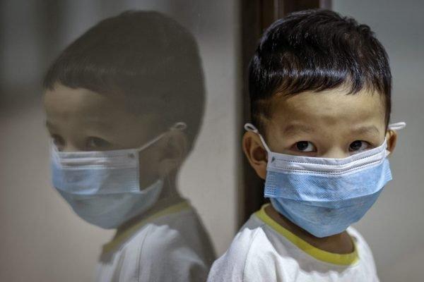 Criança coronavírus máscara