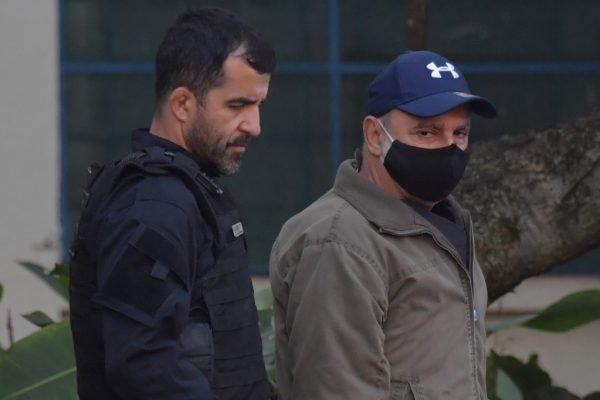 Ex-policial militar Fabrício Queiroz é preso por suspeita de rachadinha no gabinete de Flávio Bolsonaro
