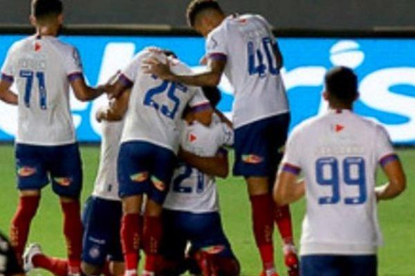 Jogadores do Bahia comemoram gol