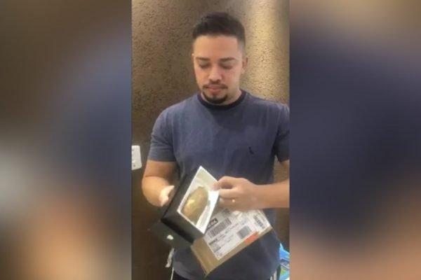 Renato César Romualdo de Menezes recebeu uma mandioca no lugar de um smartphone