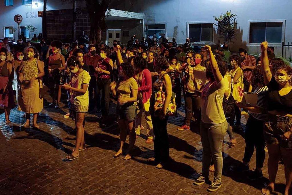 Grupo pernambucano protesta contra aborto autorizado pela JustiÁa em criança estuprada