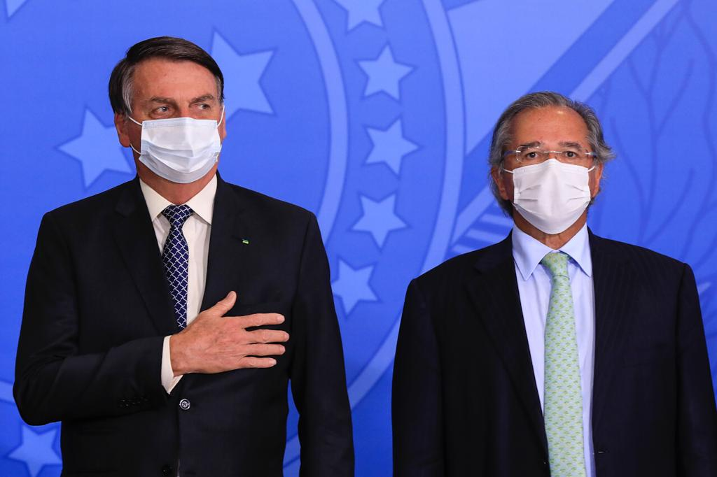 Bolsonaro e Guedes durante cerimônia no Palácio do Planalto