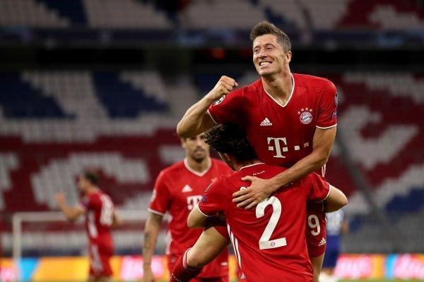 Lewandowski Bayern comemora com o time