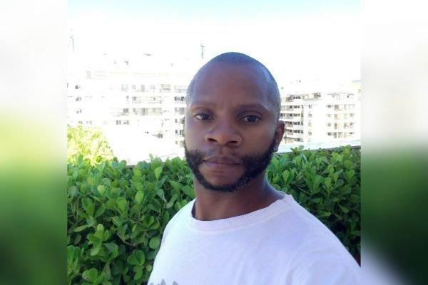 """O jardineiro Reginaldo Santana Vieira, de 40 anos, se diz vítima de racismo após ser barrado na saída de uma loja por supostamente ter apresentado um """"ato suspeito"""""""