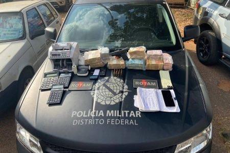 Dinheiro e armas apreendidos pela PMDF