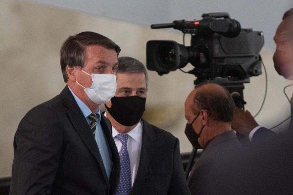 """Depois de ameaçar repórter, Bolsonaro se diz """"perseguido"""" por emissora"""