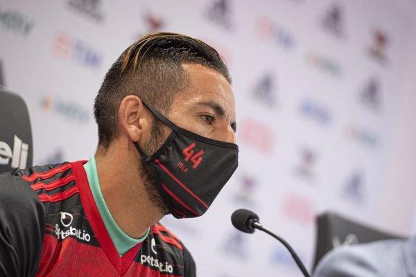 Isla apresentado oficialmente pelo Flamengo