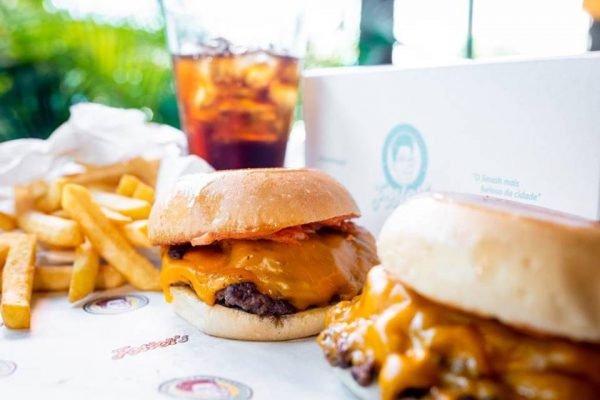 hambúrgueres e batata frita