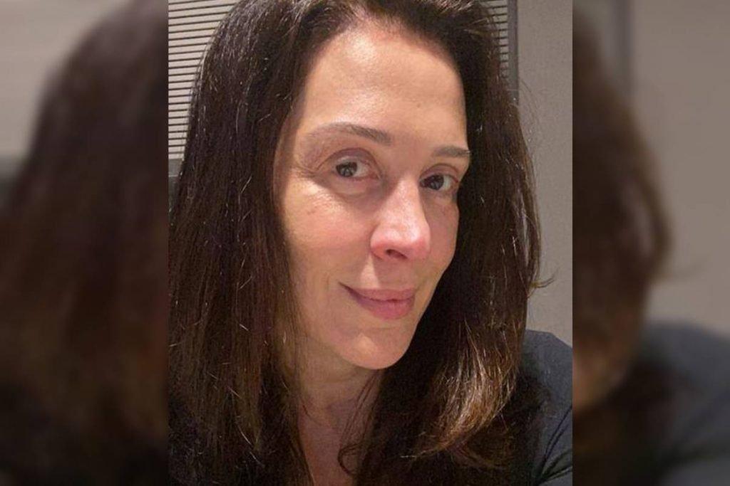 Selfie de Claudia Raia, sem maquiagem ou filtros