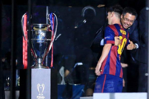 Messi abraça Bartomeu