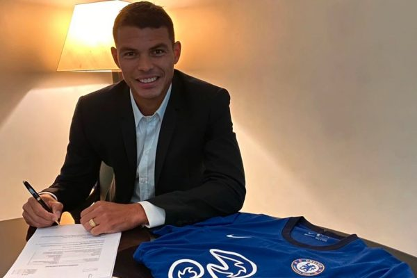 Thiago Silva assina contrato no Chelsea