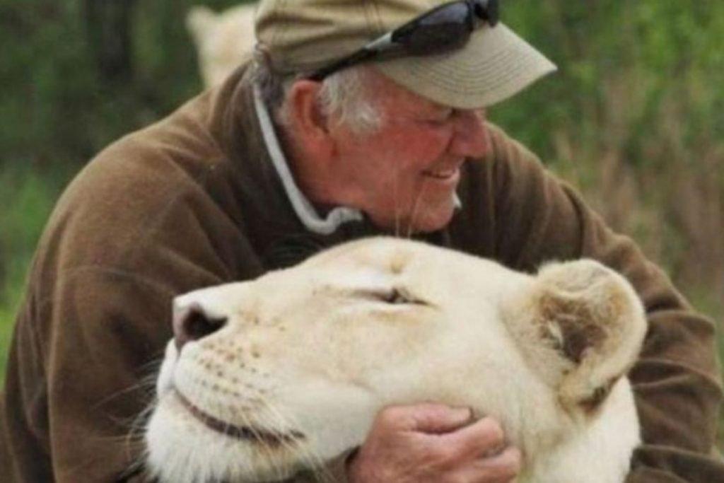 Homem morre após ser atacado por leoa