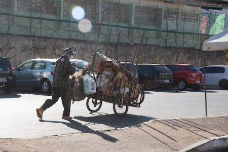 Auxilio emergencial negado para catadores de recicláveis e moradores de rua