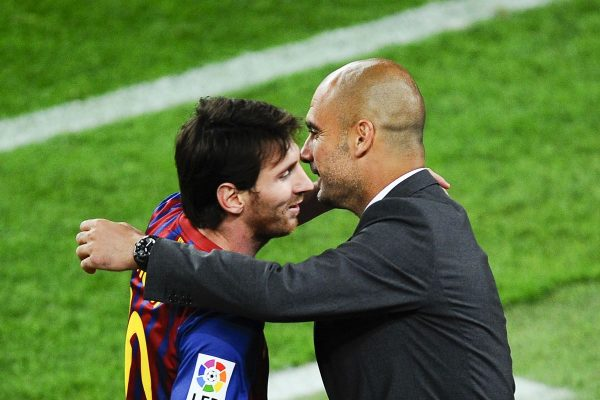Messi e Guardiola se abraçam