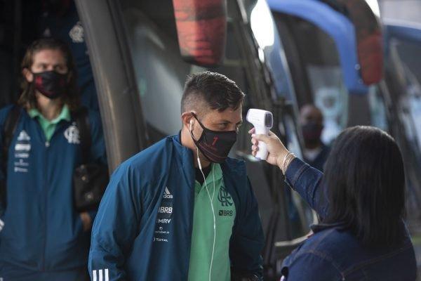 Diego Alves máscara