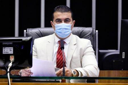 Deputado Luis Miranda (DEM-DF) comandando sessão plenária virtual