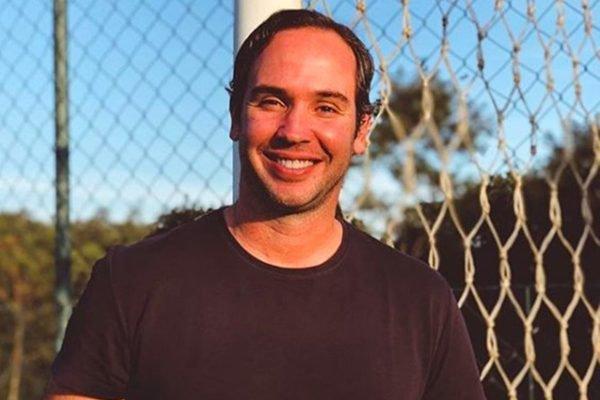 Caio Ribeiro sorri