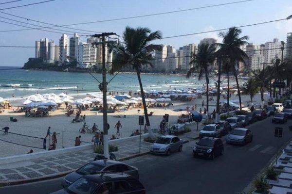 Praia em Guarujá, litoral de São Paulo