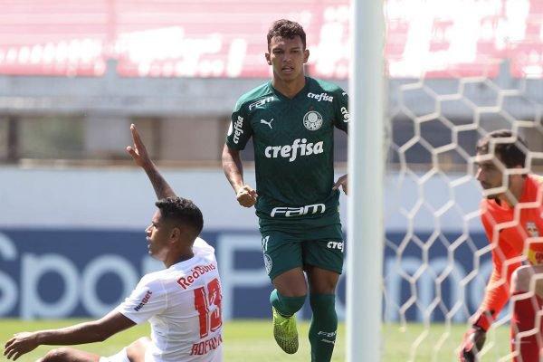 Gabriel Veron comemora gol no Palmeiras