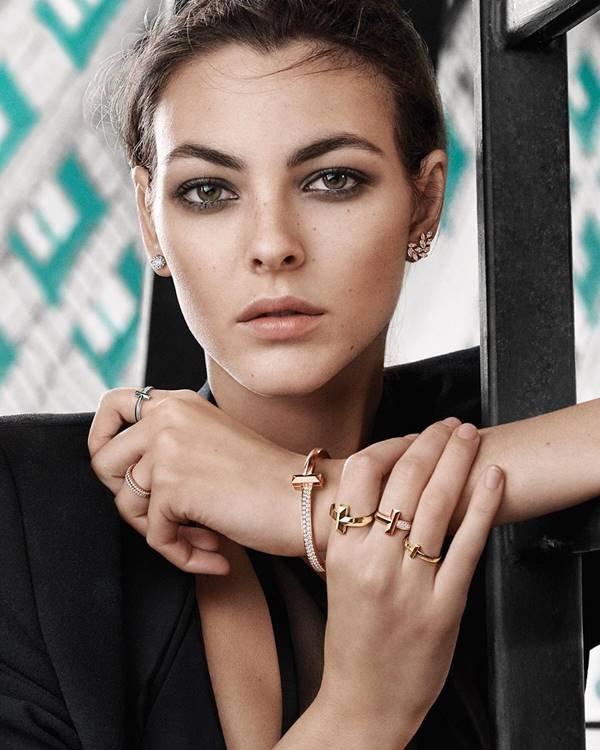 Modelo em campanha da Tiffany & Co.