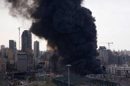 Após megaexplosão, Porto de Beirute é atingido por incêndio