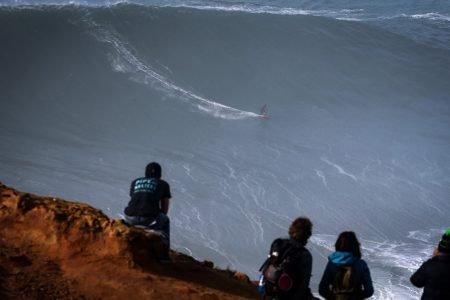 Maya Gabeira na maior onda já surfada