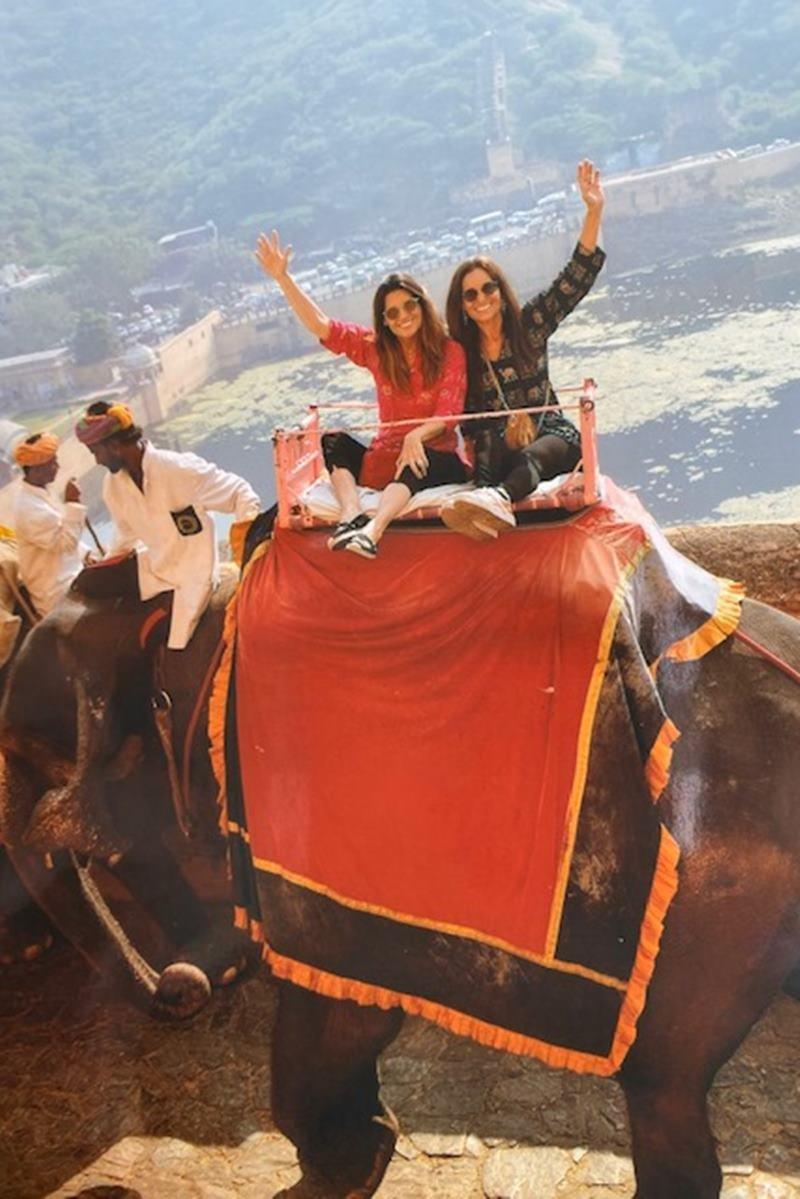 Mariana Papa e amiga na Índia