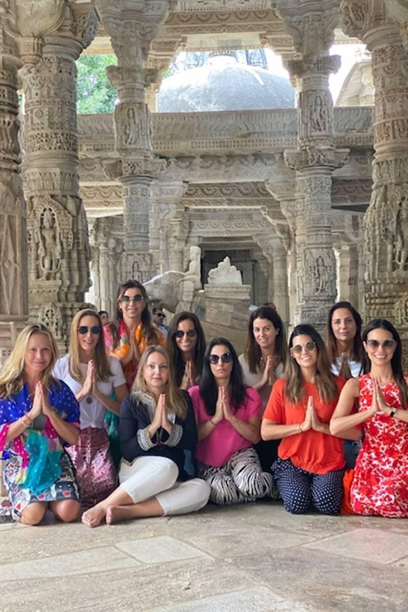 Mariana Papa e grupo na Índia