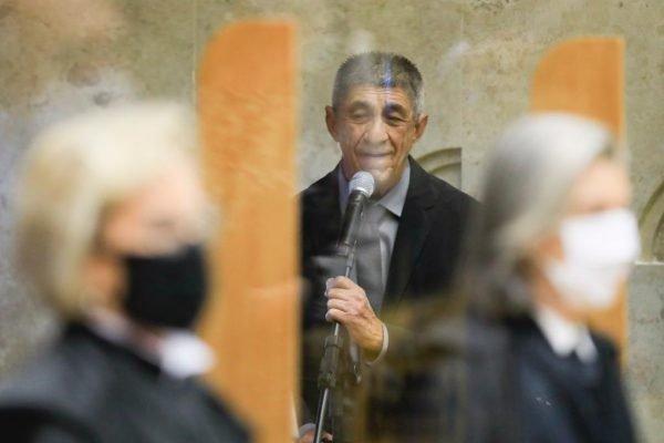 Amigo de Fux, Fagner canta Hino Nacional na cerimônia de posse – de graça
