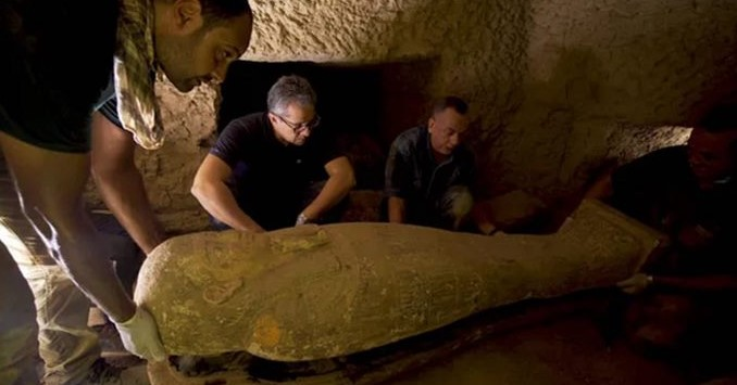 Sarcófagos encontrados no Egito2