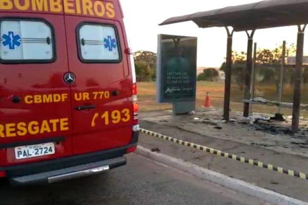 Corpo de Bombeiros atende homem queimado em ponto de ônibus am Águas Claras