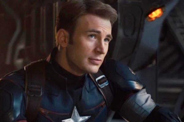 Chris Evans negocia para voltar ao papel de Capitão América, diz site