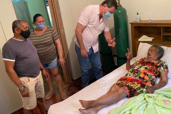 Aos 100 anos, avó do ex-lateral Roberto Carlos supera Covid-19 e volta para casa