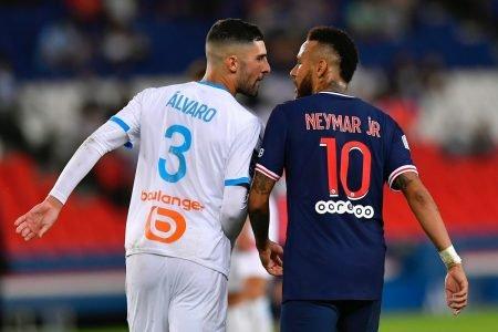 Neymar discute em campo
