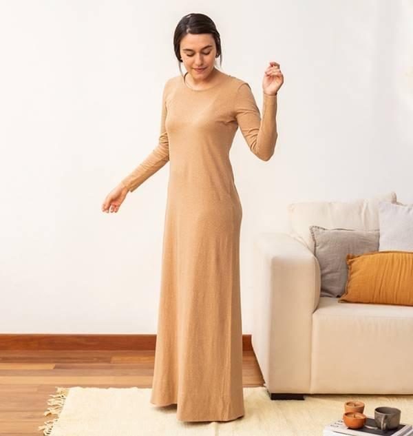 Vestido da marca Flavia Aranha produzidas com algodão colorido da Paraíba