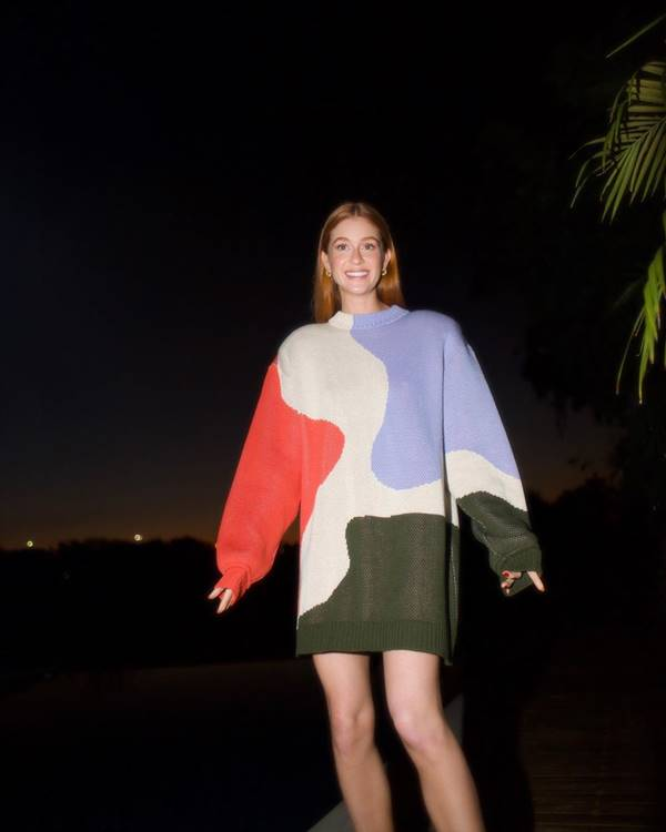 Marina Ruy Barbosa, usando tricô colorido
